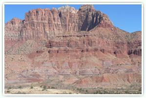 米国ユタ州の地層 (三畳系チンレー層とジュラ系グレンキャニオン層群)